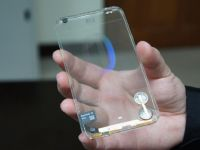 VIDEO Smartphone-ul transparent, la un pas de realitate