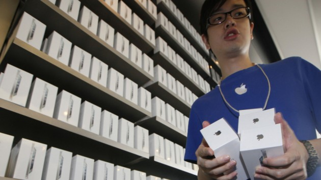 Analist Barclays: iPhone 5S si un model mult mai ieftin ar putea fi lansate la sfarsitul acestei veri