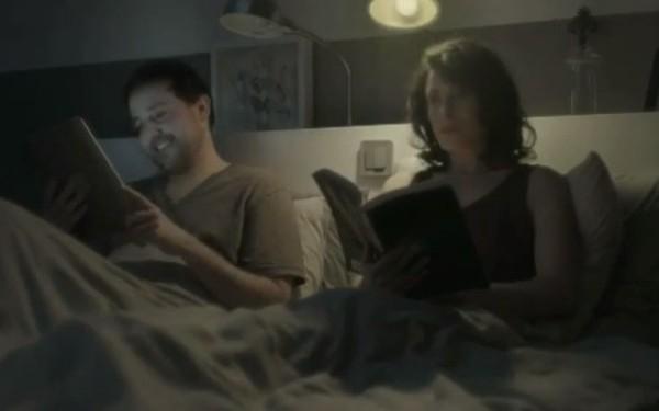 VIDEO. Reclama care demonstreaza ca tableta nu poate inlocui hartia in cele mai delicate momente