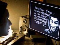 Scandal in presa de peste Atlantic: hackerii de la Anonymous au fost ajutati de un editor al agentiei Reuters sa  sparga  site-ul publicatiei LA Times