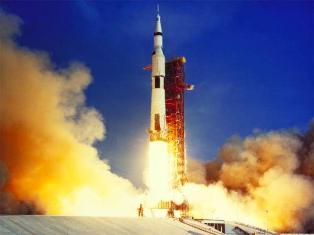 Fondatorul site-ului Amazon a recuperat motoarele rachetei Apollo 11