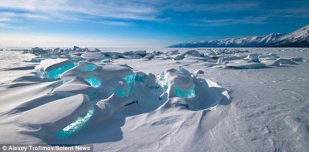 FOTO Baikal, lacul siberian cu  pietre pretioase
