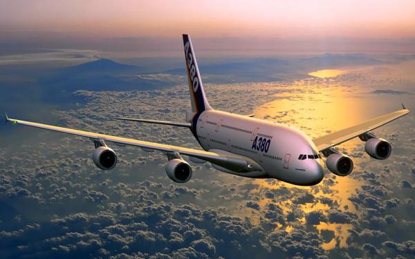 Un avion era sa se ciocneasca cu un obiect neidentificat.  Am crezut ca o sa ne loveasca in plin