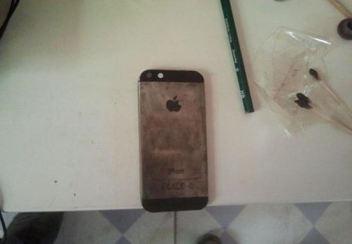 Ideea geniala a unui chinez. Cum a reusit sa-si construiasca singur un iPhone 5 dintr-o bucata de otel