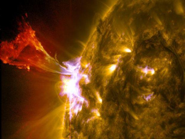 Spectacol pe cer: un  bici solar  a fost fotografiat de NASA in timpul maximului de activitate a astrului diurn