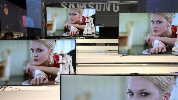 Patentul pentru primul TV flexibil din lume. Cum va putea arata noul Samsung Smart TV