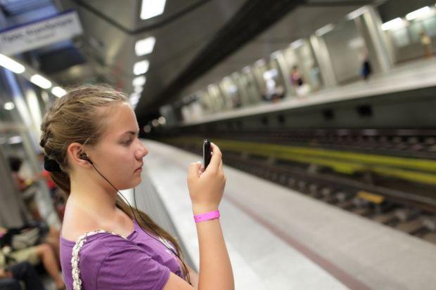 Ce au in comun abonamentul pe o zi la RATB, calatoria cu metroul sau rovinieta? Utilizatorii Orange le pot plati cu un simplu SMS!