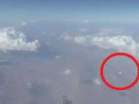 Un OZN, filmat dintr-un avion. Imaginile au facut inconjurul lumii VIDEO