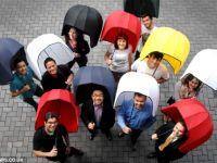 Umbrela casca , obiectul cel mai potrivit pentru a te apara de ploaie si vant puternic