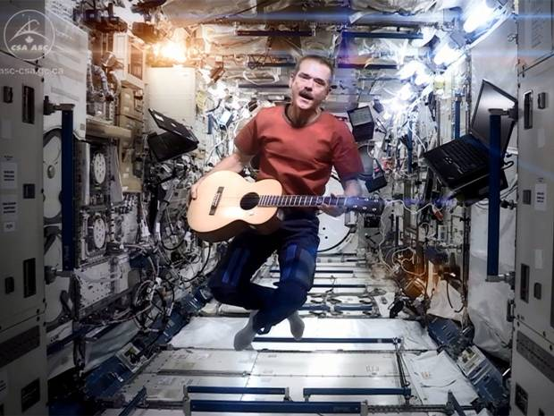 Chris Hadfield, astronautul vedeta, si-a anuntat retragerea