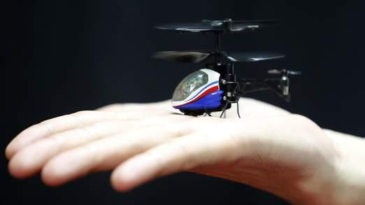 Cel mai mic elicopter de jucarie are componente din smartphone-uri folosite