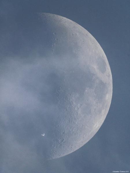 Poza realizata de un fotograf roman a devenit viral pe Internet. Ce a surprins pe Luna pare incredibil. FOTO