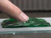 Spray-ul care iti transforma telefonul in cel mai rezistent aparat din lume. Ce se intampla cu acest iPhone. VIDEO