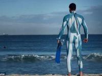 Costumul de surf  invizibil , protectia cea mai buna impotriva rechinilor VIDEO