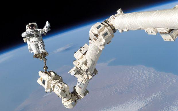 Comunicam cu extraterestrii? Ce a fost filmat in apropierea Statiei Spatiale Internationale