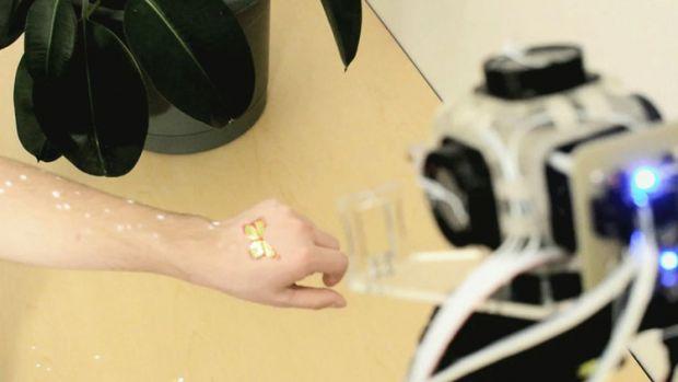 O inventie SF iti permite sa atingi hologramele si sa interactionezi real cu imagini virtuale