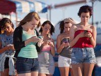 Smartphone-urile se ieftinesc. Gadgetul a devenit banal: 1 miliard de oameni au asa ceva