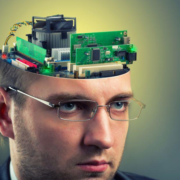 Primul pas pentru a deveni cyborgi? Google vrea sa creeze un microcip pentru creierul uman