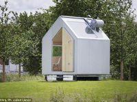 Microcasa de 6 metri patrati in care se gasesc o bucatarie, un dormitor si o cabina de dus