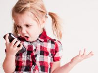 Copiii din Romania primesc un smartphone foarte devreme. Care este varsta medie