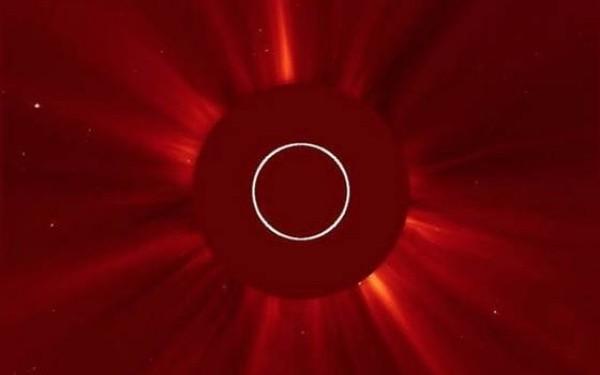 NASA a difuzat imagini cu eruptia solara. Particulele radioactive ajung pe Terra sambata