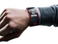 Si companiile producatoare de masini intra pe piata ceasurilor inteligente