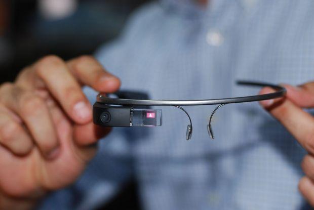 Am testat Google Glass. Ochelarii au venit in Romania, iar programatorii nostri se lauda cu o performanta mondiala