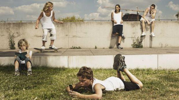 Mesajele dese trimise de copii cu telefonul mobil duc la comportament antisocial