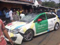 Doua autobuze si un camion, victimele unei masini Google Street View