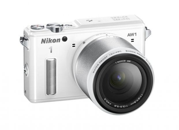 Nikon 1 AW1. Primul aparat foto subacvatic din lume cu obiective interschimbabile
