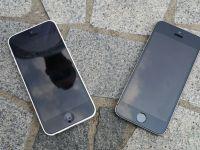 iPhone 5S si 5C, testul suprem. Cat de bine rezista daca le trantesti pe beton. VIDEO