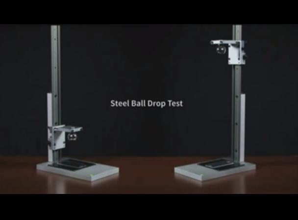Uita de Gorilla Glass. Ecranul de smartphone care rezista si la o lovitura de ciocan. VIDEO