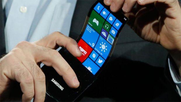 Samsung si LG vor lansa telefoane cu ecran curbat, luna asta