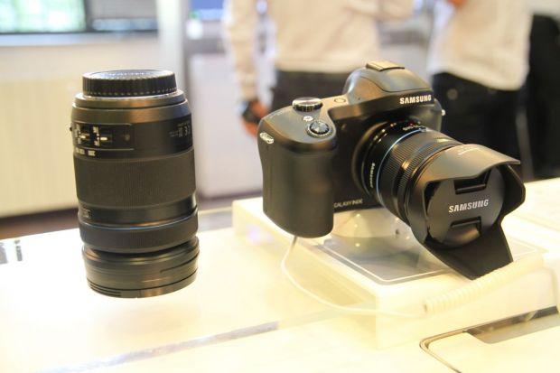 Samsung GALAXY NX, prima camera mirrorless cu 4G si Android s-a lansat in Romania