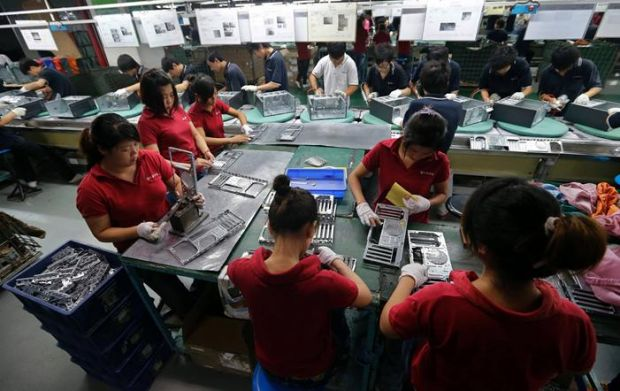 Foxconn admite ca s-a folosit de studenti in schimburi de noapte pentru fabricarea consolelor PS4
