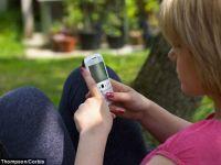 Tot mai multi tineri aleg sa puna capat relatiilor prin SMS sau email