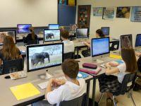 CD-ul cu lectia de la scoala sau tabla interactiva. Gadgeturi care ajuta copiii sa invete mai usor. VIDEO