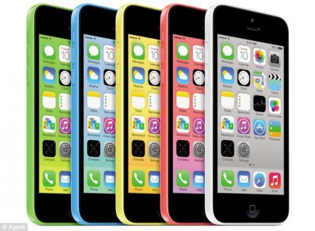 Batalia sexelor in viziunea Apple: femeile prefera modelul iPhone 5S argintiu, in timp ce barbatii prefera  plasticatul  iPhone 5C alb