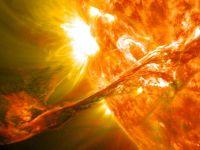 Soarele isi inverseaza polii magnetici peste cateva saptamani. Ce inseamna asta
