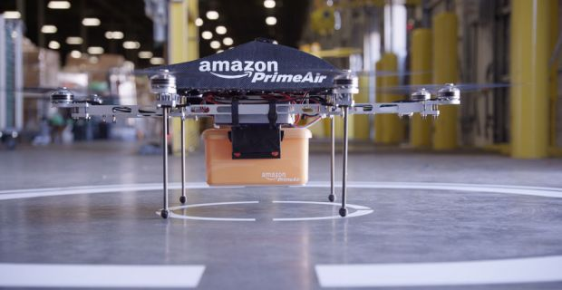 Comanda ta, livrata de roboti zburatori in 30 de minute. Noul plan pus la cale de Amazon