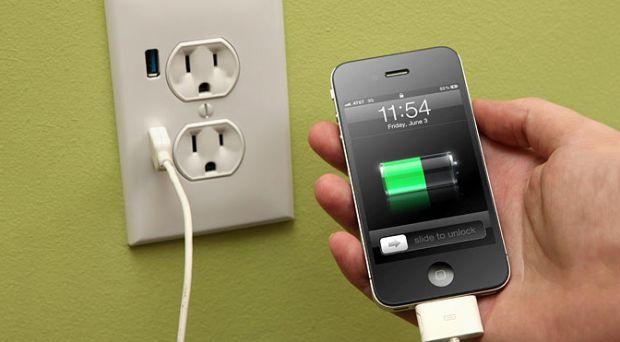 Dispozitivele care dubleaza durata de functionare a smartphone-ului. Ce faci cand ramai fara baterie