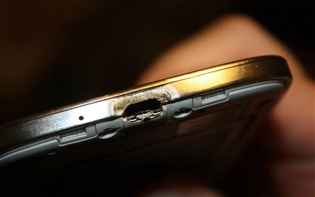 Un canadian a pus pe YouTube un video cu telefonul care i-a luat foc. Cum a reactionat compania Samsung