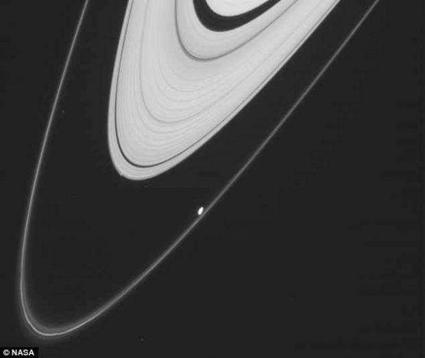 Saturn ar putea avea un nou satelit natural