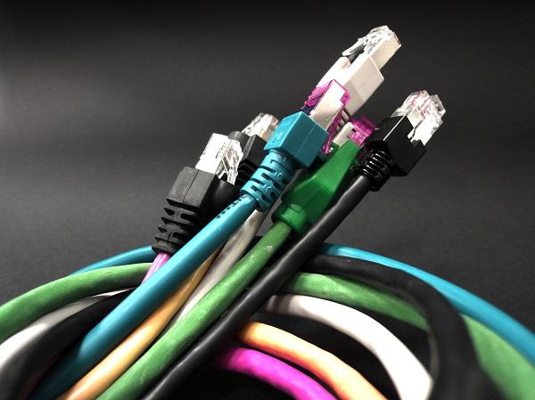 CE: 42% dintre romani nu au utilizat niciodata internetul, doar 5% acceseaza servicii publice online