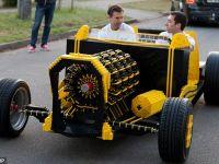 Un roman si un australian au facut o masina din piese LEGO. Functioneaza cu aer