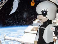 Robotul japonez Kirobo are prima interactiune cu un astronaut la bordul ISS VIDEO