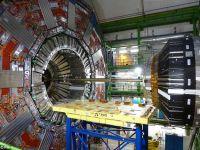 Acceleratorul de particule de la Geneva, imbunatatit in 2014 pentru a deslusi misterul materiei negre