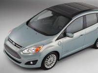 Ford prezinta automobilul ale carui baterii electrice se incarca cu ajutorul energiei solare VIDEO