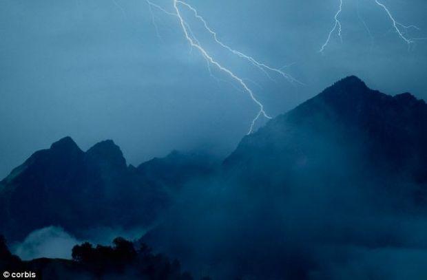 Muntii au fost ajutati de fulgere ca sa aiba forma pe care o au azi