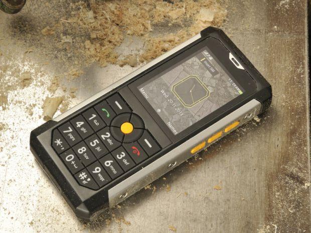 CES 2014: Cat B100 e telefonul super dur, capabil sa reziste in medii extreme